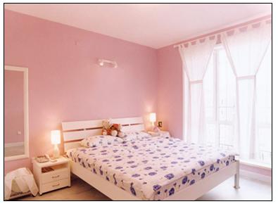 卧室里紫色墙纸不仅