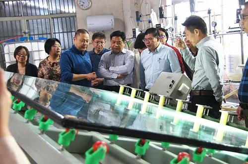 复合防火玻璃制造技术与产业示范线顺利通过专家组现场验收